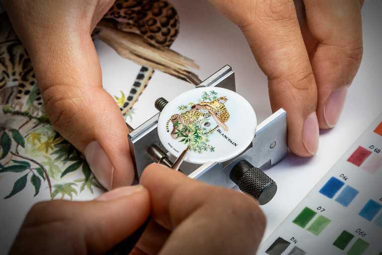 BLANCPAIN工坊的「琺瑯微繪」藝術直接用於錶盤上,跳脫傳統同時增添繪畫風韻。(圖╱BLANCPAIN提供)