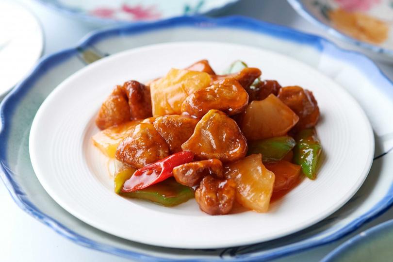 「糖醋猴頭菇」使用酥粉炸過的猴頭菇。