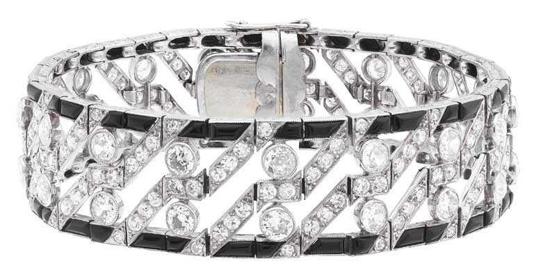 Van Cleef & Arpels「Heritage典藏」系列,手鍊,1922年,鉑金、白K金、縞瑪瑙、鑽石。(圖╱Van Cleef & Arpels提供)