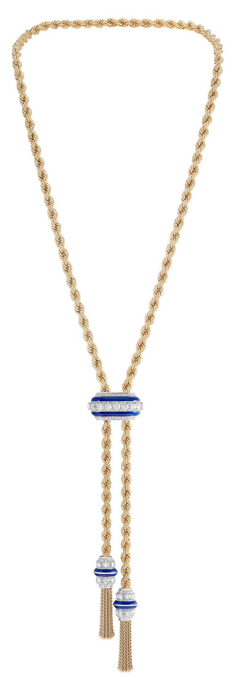 Van Cleef & Arpels「Liane」長項鍊,黃K金、白K金、青金石、鑽石。(圖╱Van Cleef & Arpels提供)