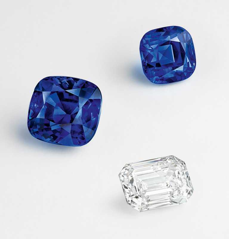 「Pierres de Caractère」個性寶石,1顆13.40克拉與1顆7.60克拉的斯里蘭卡藍寶石,及1顆5.09克拉DVVS1等級鑽石,鑲嵌於「Sous les Etoiles」系列的Explosion Stellaire項鍊。(圖╱Van Cleef & Arpels提供)