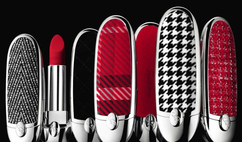 嬌蘭紅寶之吻高訂唇膏彩殼/1,350元  共有「經典方格紋」、「絲絨千鳥格」、「絕對紅絲絨」、「氣質粗花呢」、「率性V織紋」、「闇黑絲絨」6款。(圖/品牌提供)
