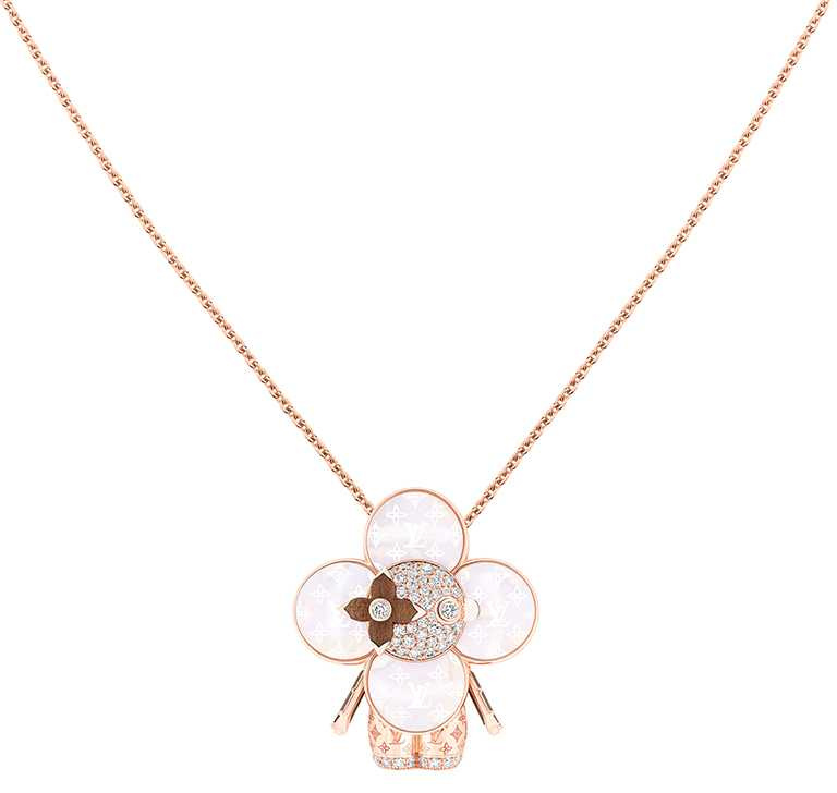 LOUIS VUITTON「Vivienne Monogram」玫瑰K金配珍珠母貝、木材及鑽石吊墜╱955,000元。(圖╱LOUIS VUITTON提供)