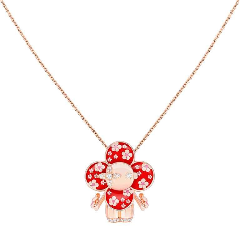 LOUIS VUITTON「Vivienne Plum Flowers」玫瑰K金及亮漆配鑽石吊墜╱915,000元。(圖╱LOUIS VUITTON提供)