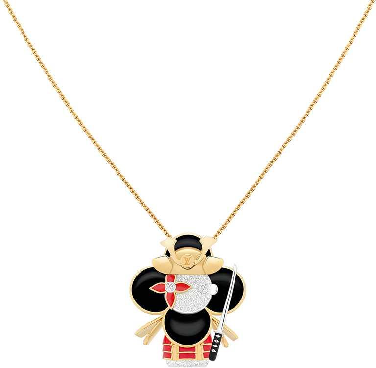 LOUIS VUITTON「Vivienne Samurai」黃K金、白K金及亮漆配鑽石吊墜╱1,030,000元。(圖╱LOUIS VUITTON提供)