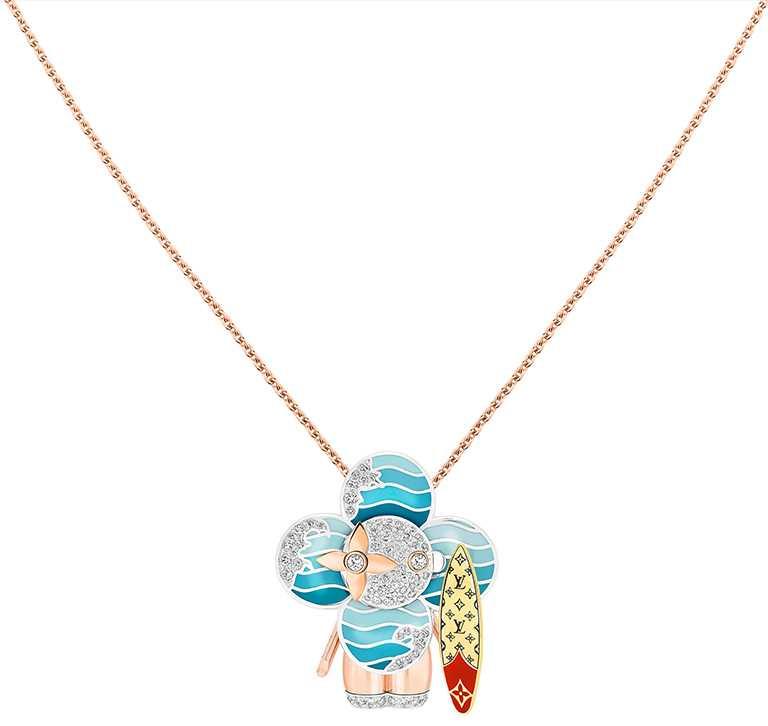 LOUIS VUITTON「Vivienne Surfer」三色K金及亮漆配鑽石吊墜╱1,030,000元。(圖╱LOUIS VUITTON提供)