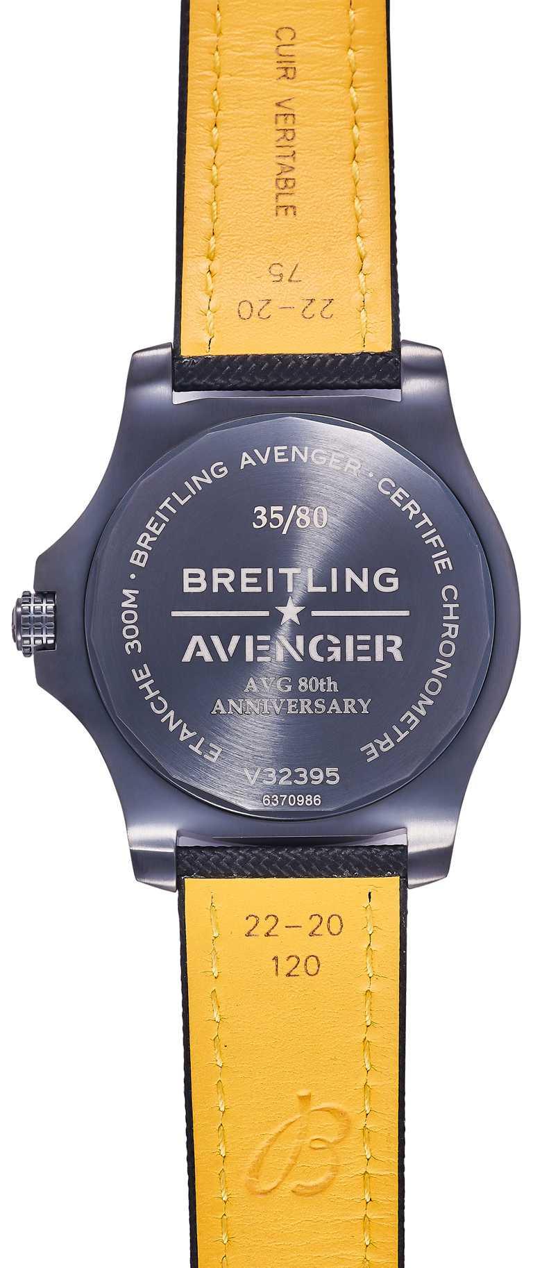 BREITLING「Avenger AVG飛虎隊80周年紀念」台灣限定款腕錶,搭配穿釦式黑色或卡其色軍用錶帶。(圖╱BREITLING提供)