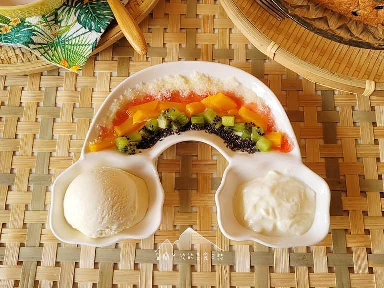 「PAFANA巴法娜」的彩虹派對冰,是以新鮮水果丁搭配手工冰淇淋及優格所製成。(圖片提供:宜蘭ㄚ欣的美食日誌)