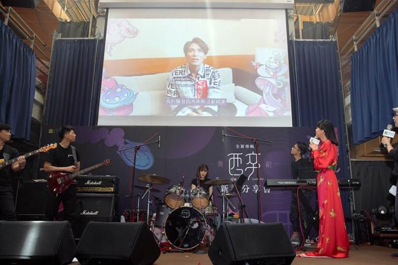 楊宗緯(中)特地錄VCR祝黃齡發片成功。(圖/種子音樂提供)