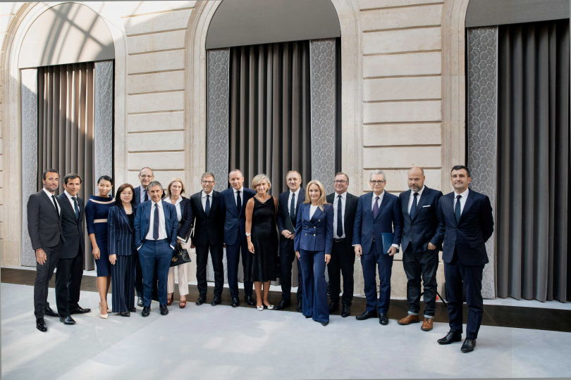 各品牌代表在法國簽署《The Fashion Pact》協議,共同為地球保育盡力。
