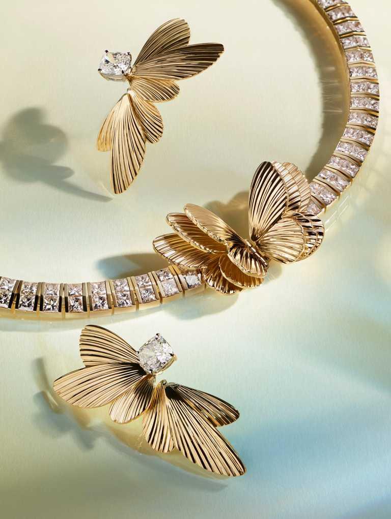 Tiffany & Co.「Tiffany Jewel Box」高級珠寶系列「FLIGHT」18K金鑲嵌鑽石項鍊╱7,080,000元;18K金鑲嵌鑽石耳環╱5,265,000元。(圖╱Tiffany & Co.提供)