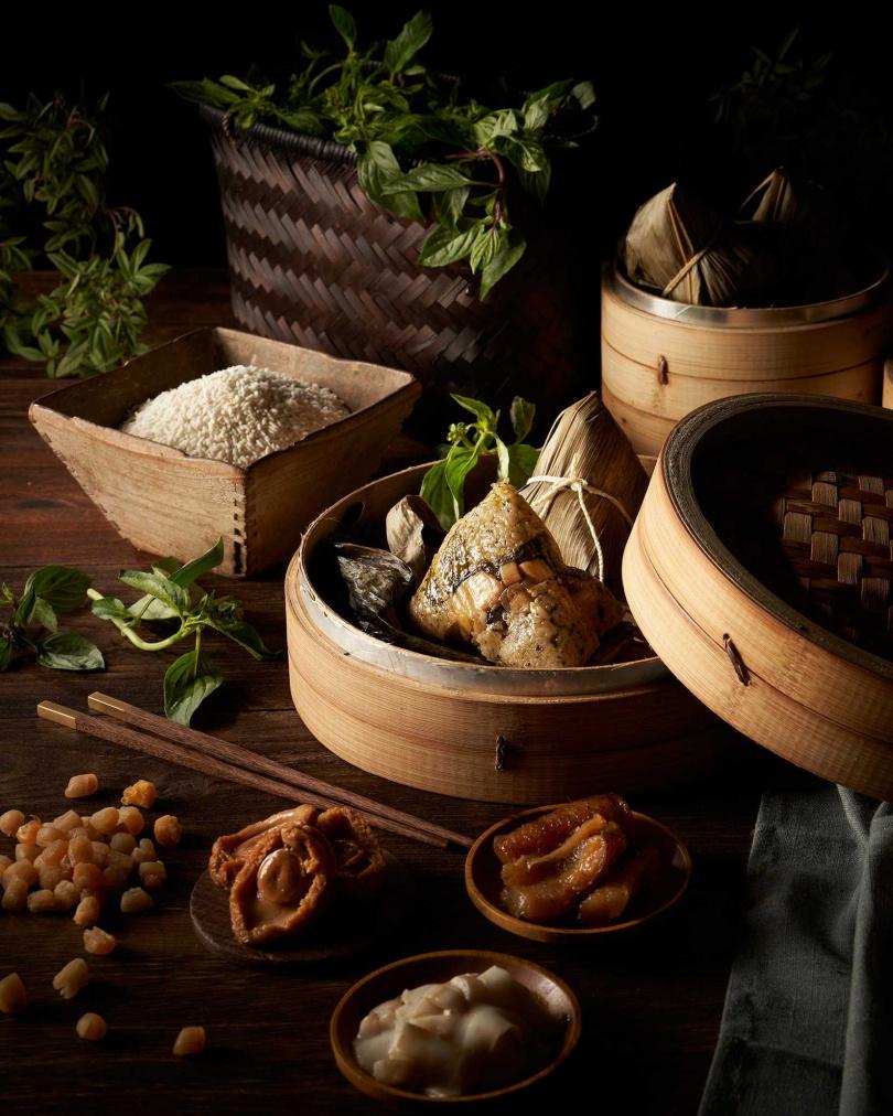 共有七款口味的「天成御粽禮盒」,葷、素、甜、鹹兼具,能滿足每個挑惕的胃。(圖片提供/天成飯店集團)