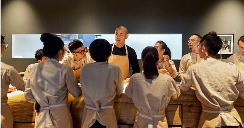江振誠返回台灣,期望將所知所學傳承給下一代料理人。