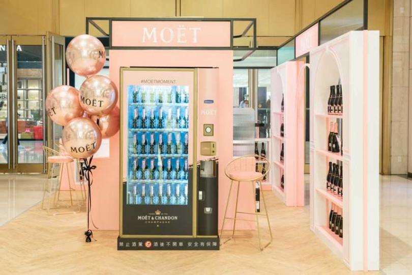 大人的飲料!Mini Moët 酩悅迷你香檳販賣機。