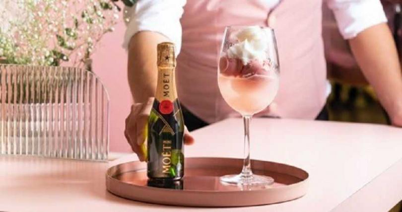 冰品香檳調酒-Lady Moët 酩悅香檳玫瑰覆盆莓雪酪調酒。