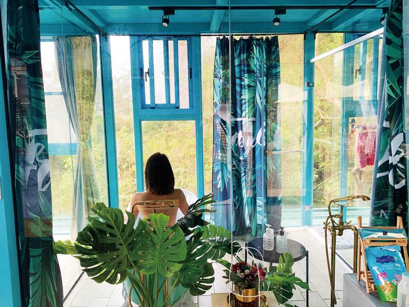 福村養生農場360度的全透明屋設計,讓李懿享受難得的網美時光。(圖/伊林娛樂提供)