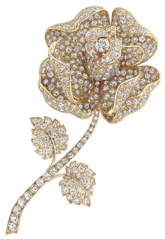 Van Cleef & Arpels「Heritage典藏」系列,Rose胸針,1968年╱23,200,000元。(圖╱Van Cleef & Arpels提供)