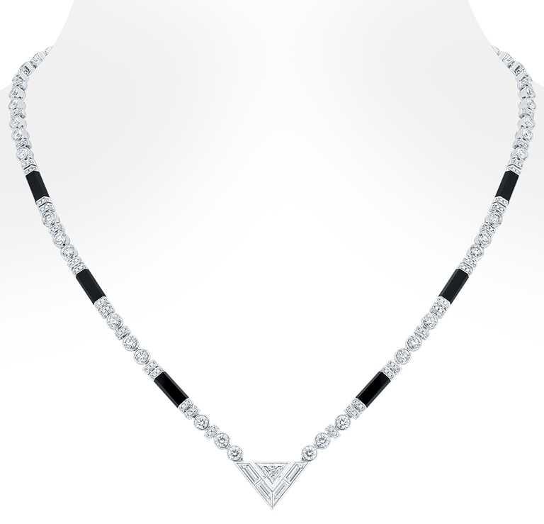 LOUIS VUITTON「Pure V」系列高級珠寶,鑽石與縞瑪瑙項鍊╱3,680,000元。(圖╱LOUIS VUITTON提供)