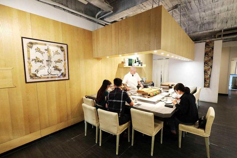 僅四個餐期、一次最多10座席的「綠midori」,只提供預約客人用餐。(圖/于魯光攝)