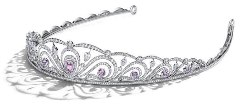 TIFFANY & CO.高級珠寶系列,鉑金鑲嵌粉紅剛玉與鑽石冠冕。(圖╱TIFFANY & CO.提供)