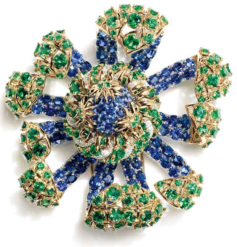 TIFFANY & CO.「Schlumberger」高級珠寶系列,「Sea Anemone」18K黃金及鉑金海葵造型胸針。(圖╱TIFFANY & CO.提供)