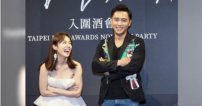 小薰(左)和鄭仁碩以《寒單》劇組上台領獎,被大家虧不停。(攝影/焦正德)