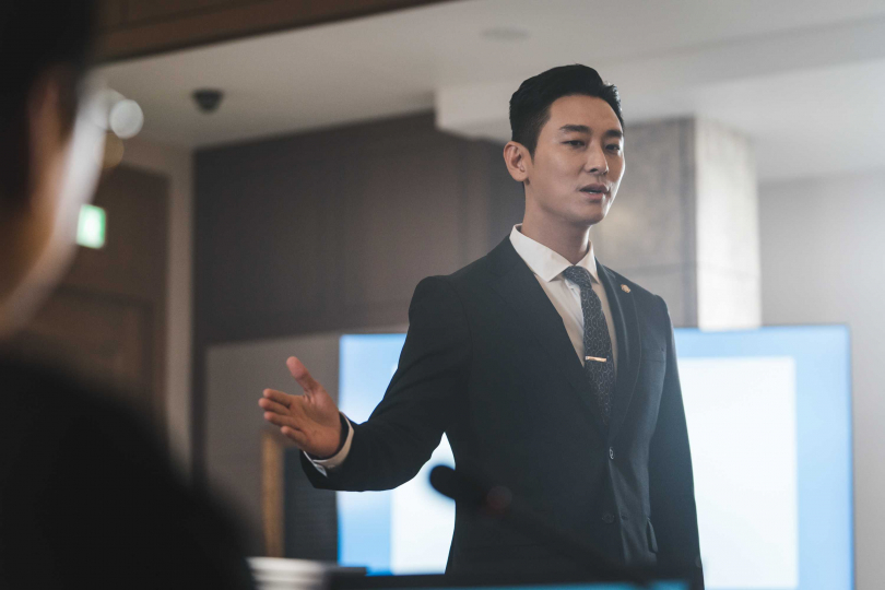 朱智勛呼籲觀眾這不是嚴肅的律師劇,可以輕鬆觀賞。(圖/Netflix提供)