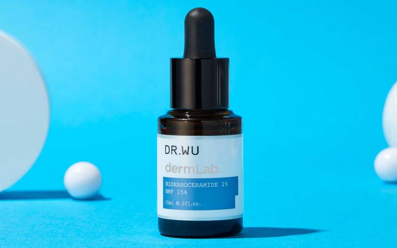 DR.WU神經醯胺保濕精華 15ml/900元 特別採用日製神經醯胺,比一般型高出2倍滲透力,真正能夠深入肌底,填補角質間隙所流失的脂質。(圖/品牌提供)