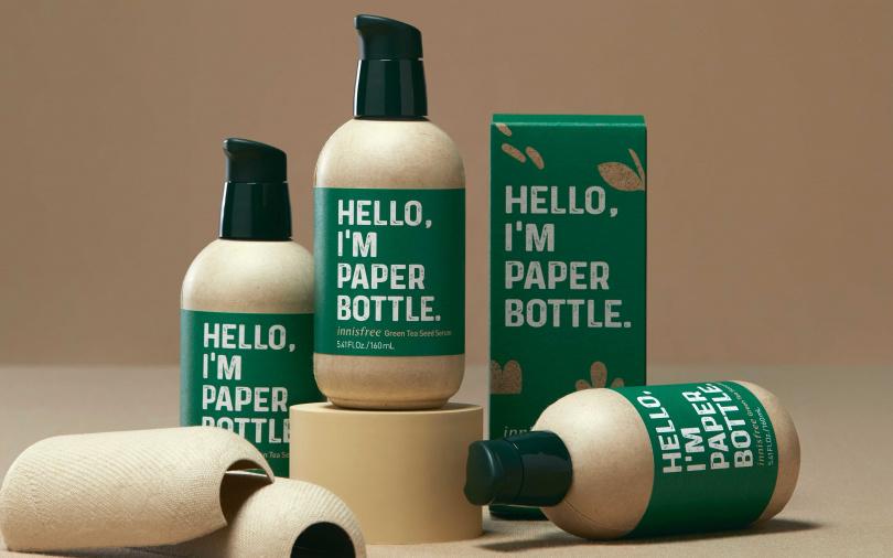innisfree綠茶籽保濕精華友善地球版 160ml/1,230元 除了以2倍容量升級加大來回饋消費者之外,產品包裝材質也減少了51.8%的塑料使用,以可回收的牛皮紙取代,徹底落實環保綠色生活的核心精神。(圖/品牌提供)