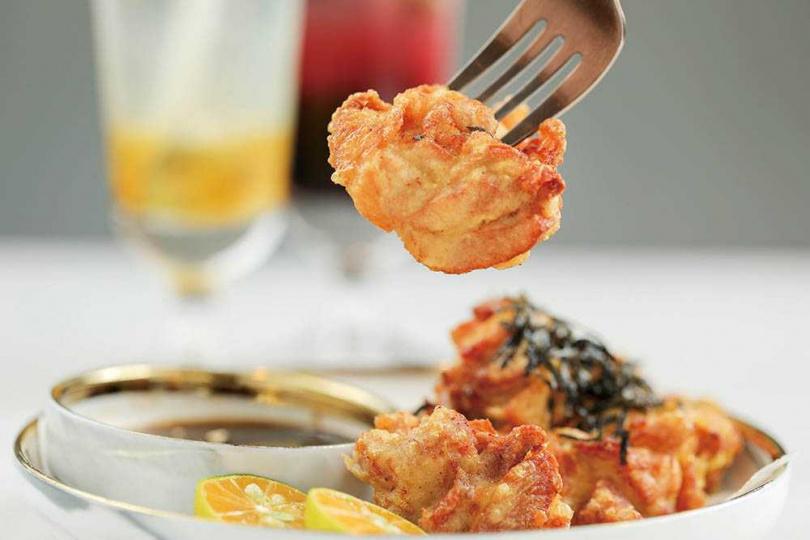 保留雞肉鮮甜的「柚香炸雞」,與帶有柚香的醬汁堪稱絕配。(120元)(圖/林士傑攝)