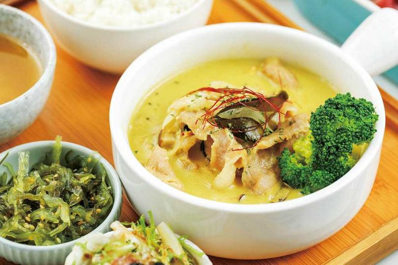 南洋風味的「綠咖哩松阪豬」,微辣口感很下飯。(250元)(圖/林士傑攝)