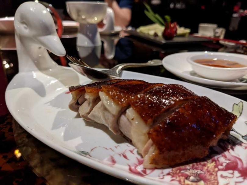 圖說:火焰片皮鴨二吃-鴨肉油脂豐潤、肉質軟嫩、鴨皮焦香酥脆