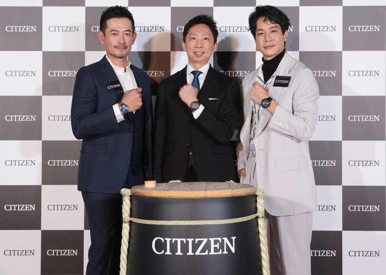 CITIZEN台灣分公司總經理渡邉将人,攜手柯叔元及薛仕凌,共同進行日本傳統「鏡開」祈福儀式,為新年帶來正向能量。(圖╱CITIZEN提供)