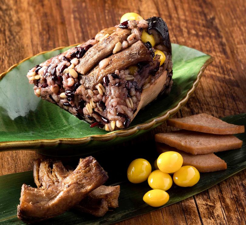 「五穀養生粽」是江南春多年來暢銷粽款。