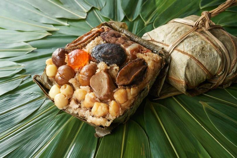 「吉利八寶裹蒸粽」口感偏向黏稠軟爛的南部粽。