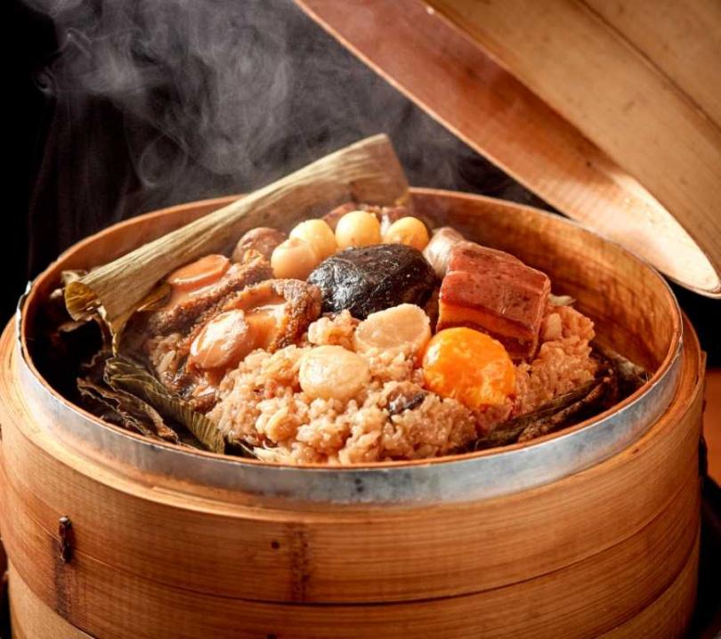 「鮑魚干貝及第八寶粽」為廣式裹蒸粽改良巨無霸肉粽。