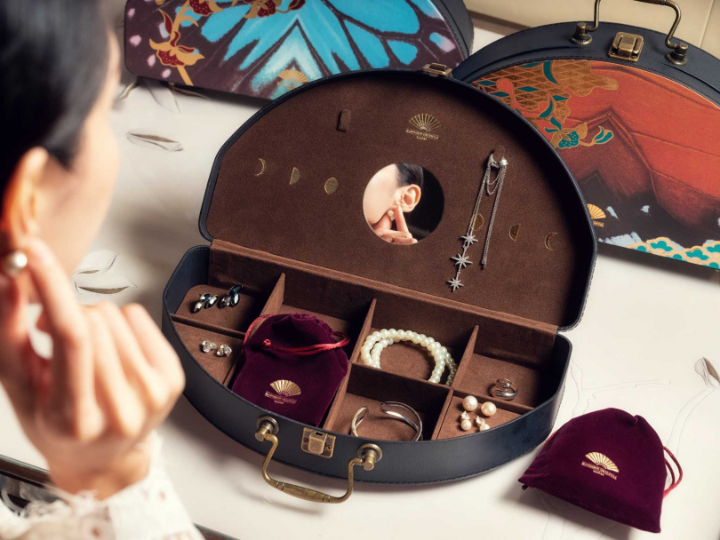 月餅禮盒設計融入收納巧思,可做為珠寶盒使用。(圖/台北文華東方酒店提供)