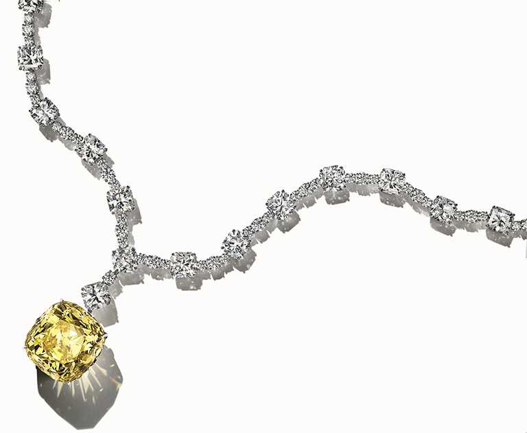 Tiffany & Co.「Tiffany Diamond」傳奇黃鑽項鍊,鑽石總重逾128.54克拉。(圖╱Tiffany & Co.提供)