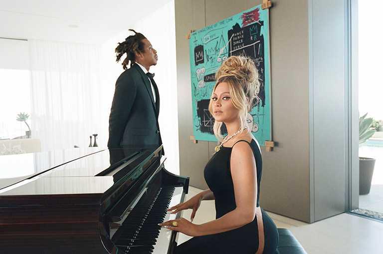 碧昂絲與傑斯夫妻檔聯袂為Tiffany & Co.拍攝「About Love」形象廣告,共同頌揚現代愛情。(圖╱Tiffany & Co.提供)