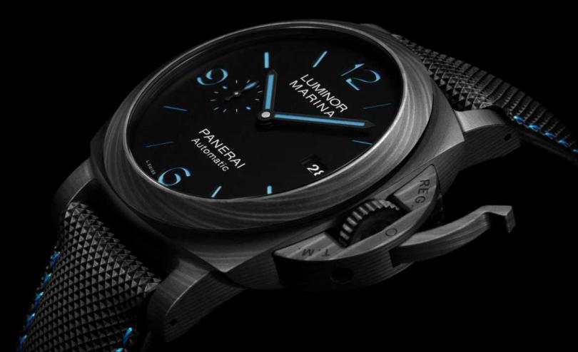 PANERAI「Luminor Marina Carbotech」碳纖維腕錶╱12,500歐元,約新台幣408,050元。(圖╱PANERAI提供)
