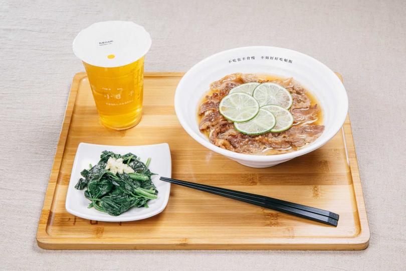 柚子鹽牛五花麵及豬五花麵、小日子綠茶、小菜。(圖/小日子麵屋提供)