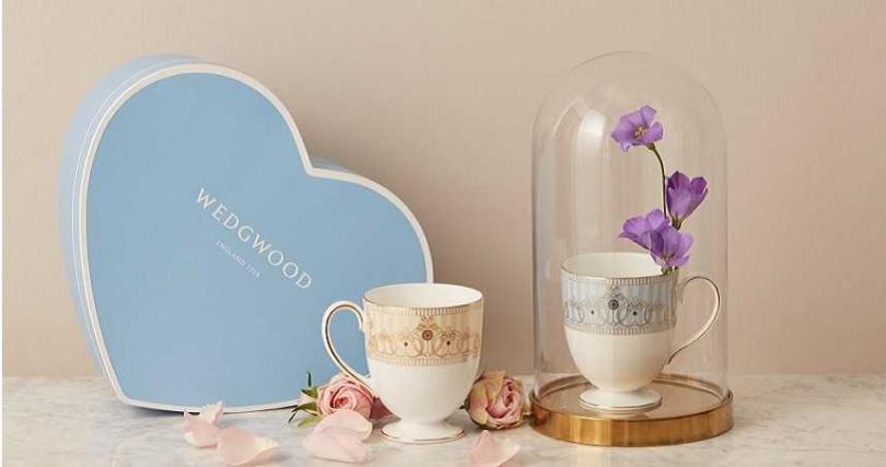 Wedgwood Blue藍色愛心七夕情人節限定禮盒,以愛為名的藍色成就幸福的七夕情人節。(圖/Wedgwood提供)
