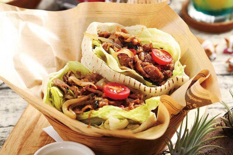 口感柔軟的「牛肉皮塔」口袋餅,夾入肉汁飽滿的牛肉餡料,具飽足感。(250元)(圖/于魯光攝)