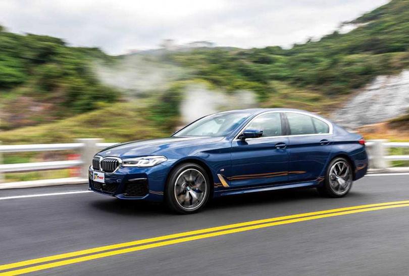 即使車長近5公尺,530i M Sport的操控性能仍相當俐落。(圖/張文玠攝)