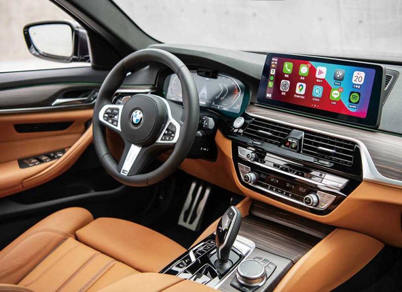內裝提供各種色系的選擇,可依照車色搭配。(圖/BMW提供)