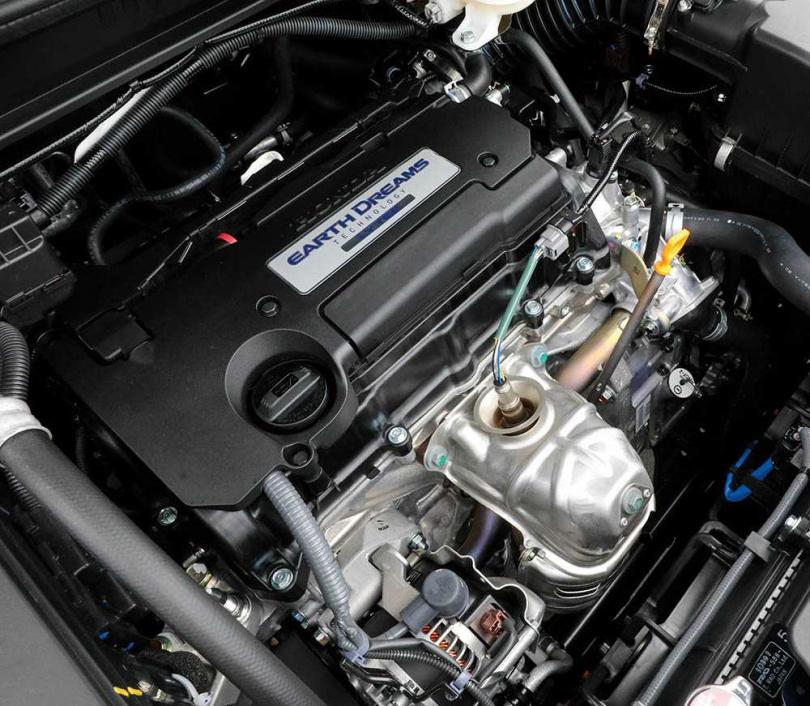雖然沿用2.4升自然進氣汽油引擎,但175匹的峰值馬力,在滿載7人的情況下仍相當夠用。(圖/馬景平攝)