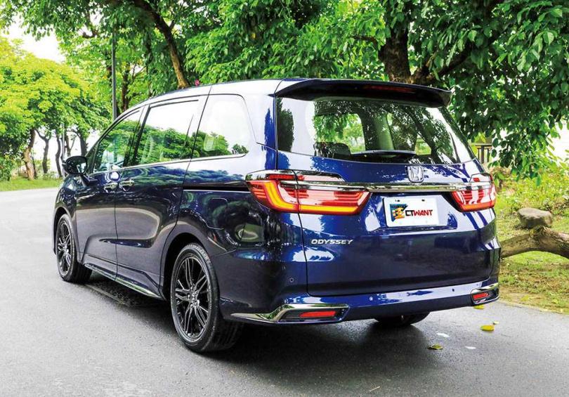雖然是小改款,但ALL NEW ODYSSEY的車頭及車尾鈑件都大幅更新,讓許多休旅車迷相當心動。(圖/馬景平攝)