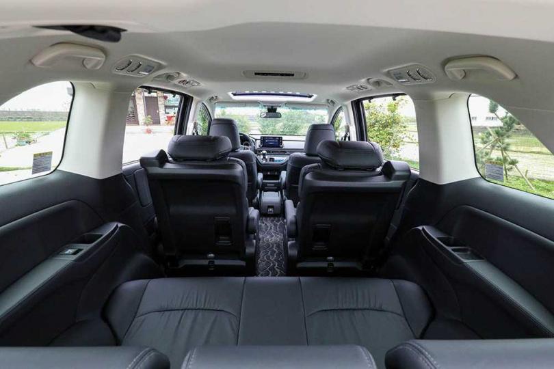 第二、三排座椅可調整成6種模式,包括正常7人座、禮賓4人座、寬敞6人座等,滿足車主各種需求。(圖/馬景平攝)