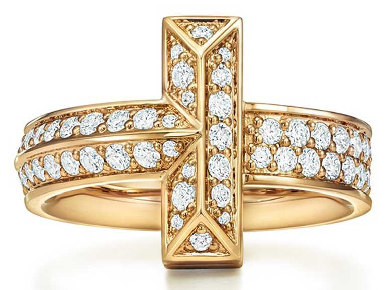 TIFFANY & CO.「T1」系列,18K金寬版鋪鑲鑽石戒指╱201,000元。(圖╱TIFFANY & CO.提供)