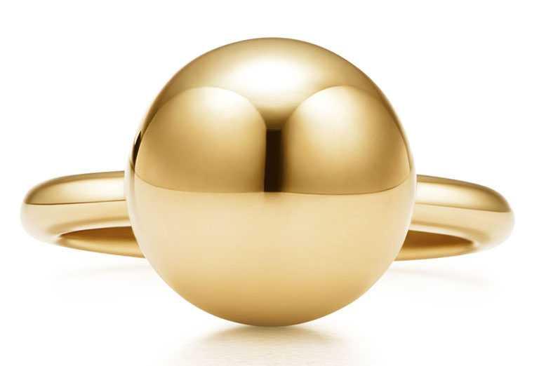 TIFFANY & CO.「HardWear」系列,18K金球形戒指╱53,000元。(圖╱TIFFANY & CO.提供)